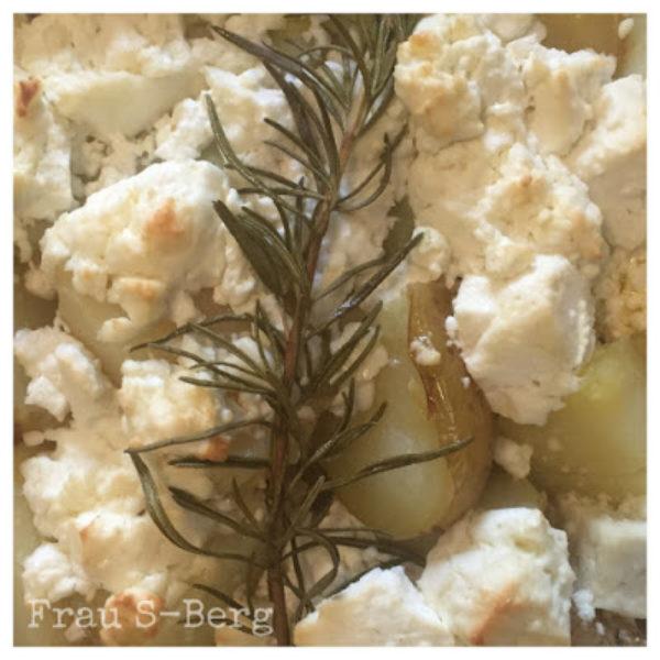 Rosmarinkartoffeln, Schafskäse und Ofengemüse
